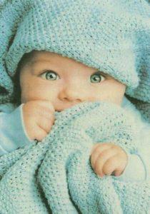 foto bimbo sotto coperta