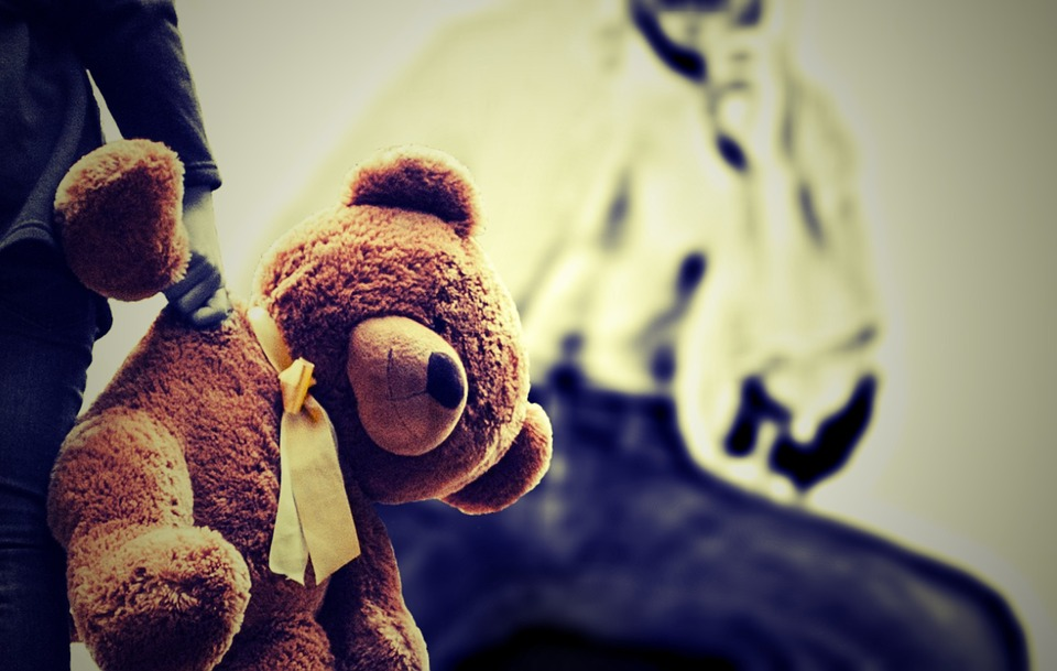 abusi sessuali bambino